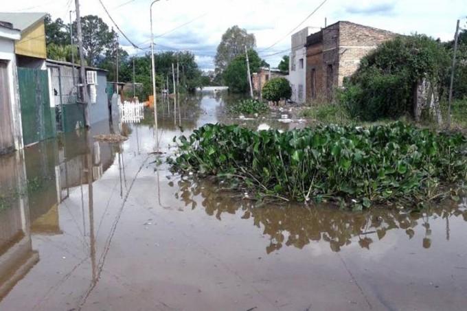 El río Uruguay baja en Entre Ríos y los afectados por la crecida son más de 12 mil