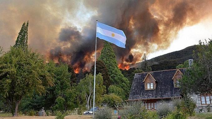 Ya son 1.700 las hectáreas afectadas por el fuego en Los Alerces y surgió otro foco