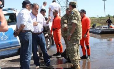 El Ministro de Defensa, Julio Martínez, recorrió las zonas afectadas por las inundaciones para supervisar el apoyo del Ejército