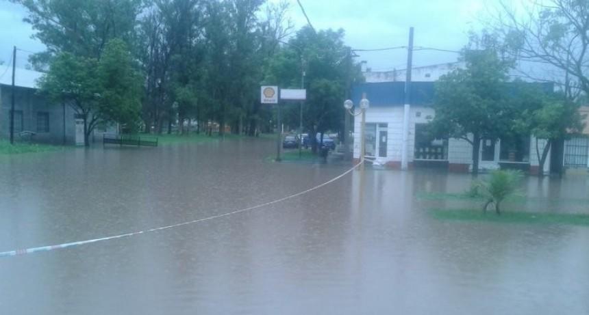 La localidad santafesina de Villa Minetti debió ser evacuada por la crecida del agua