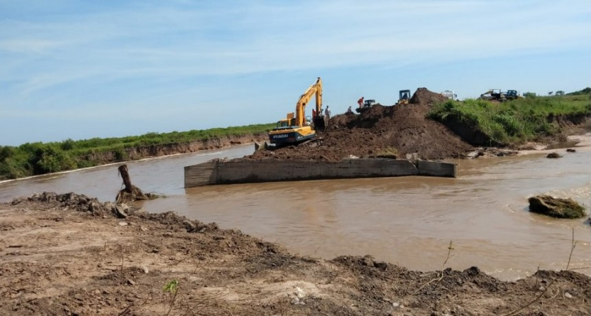 El Ejército comenzó con la instalación del puente en la Ruta N°1