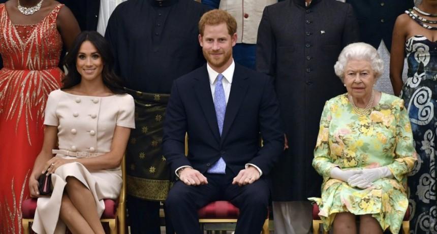 El príncipe Harry y Meghan Markle pierden sus títulos y no recibirán fondos públicos