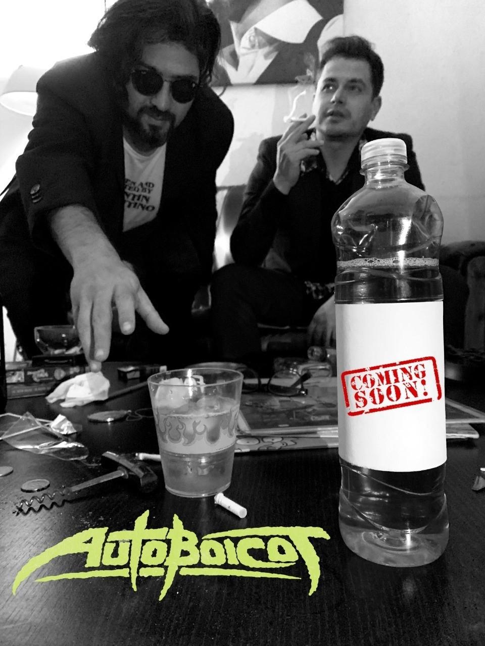 Juan Bitar y Lks Ga presentan su nuevo proyecto musical: AUTOBOICOT con el estreno de su primer E.P