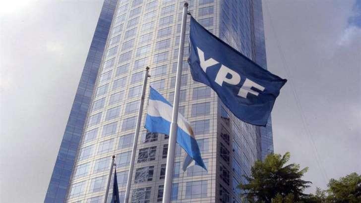 Ordenan a YPF ceder el control de Metrogas