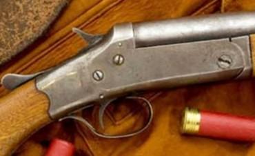 Niños de 6, 7 y 10 años manipulaban un arma, se disparó y una murió