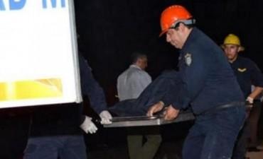 Una mujer falleció en un colectivo y los choferes dejaron su cuerpo en la ruta