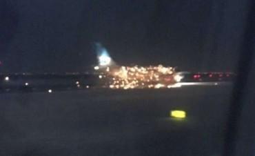 Se incendió un avión de Aerolíneas Argentinas en Nueva York