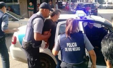 Detuvieron al líder de ATE Río Negro durante una protesta contra Macri en Viedma