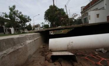 Hicieron la calle más alta y el agua ingresa a los hogares