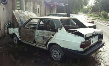 Nuevo auto quemado en la ciudad de Santa Fe