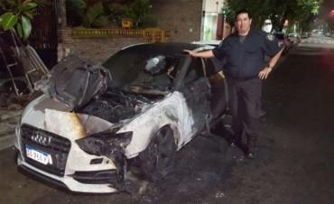 Le prendieron fuego el auto a Pity Martínez en la puerta de su casa