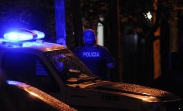 Asesinan a balazos a un policía en la puerta de la casa de su novia