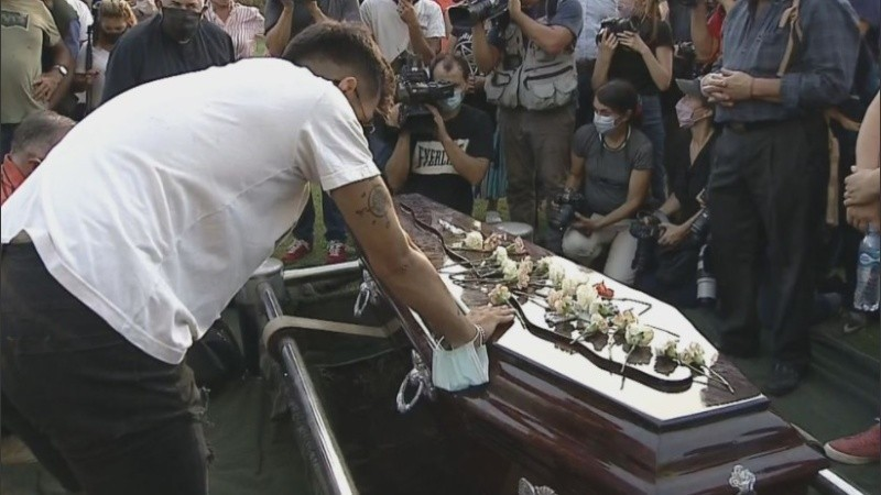 Femicidio en Rojas: dolor y reclamo de justicia en el último adiós a Úrsula