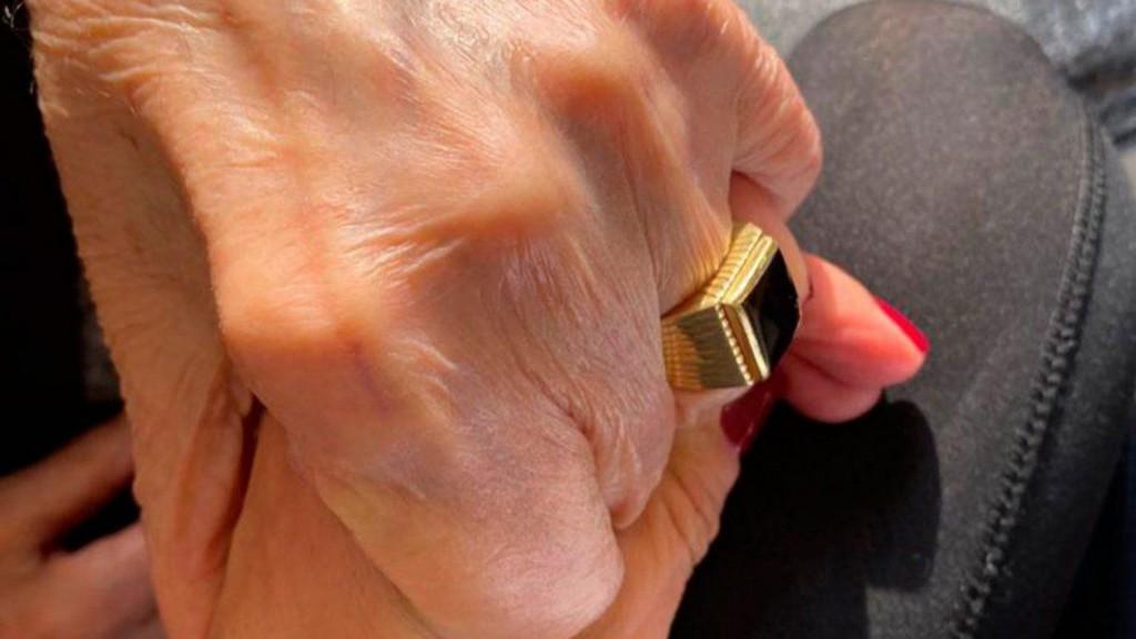 Apareció el anillo de Carlos Menem