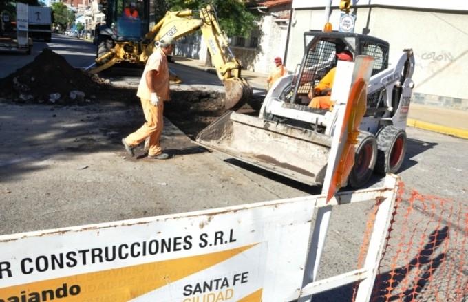 Calzada reducida en Facundo Zuviría por el avance del desagüe Azcuénaga