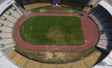 El césped del estadio Mario Alberto Kempes sigue con serios problemas