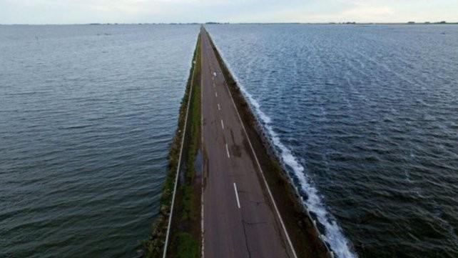 Por el desborde de La Picasa, sigue cortada la ruta nacional 7