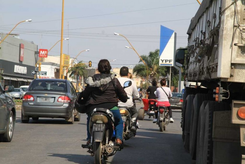 En Santa Fe no van a exigir la patente en el casco ni chaleco a motociclistas
