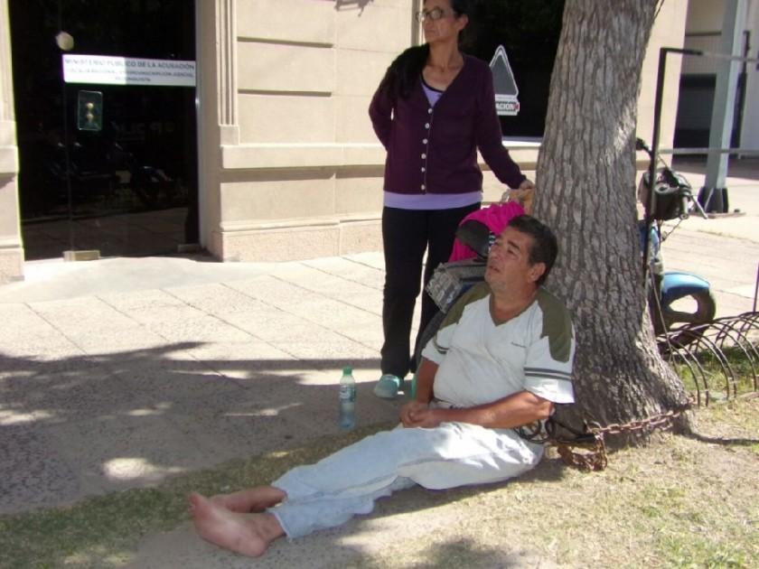 Reconquista: encadenado pide justicia por su nieta