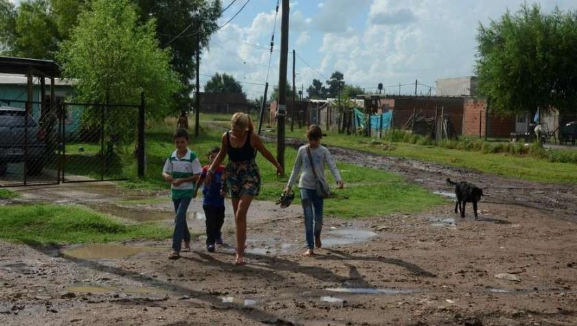 La pobreza en Argentina es 30,3% y hay menos familias pobres