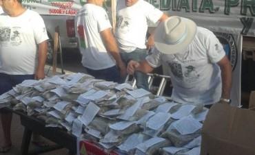 """""""Yerbatazo"""": regalan más de 30 mil paquetes de yerba en Plaza de Mayo"""