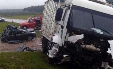 Choque entre auto y camión en Entre Ríos deja cuatro muertos