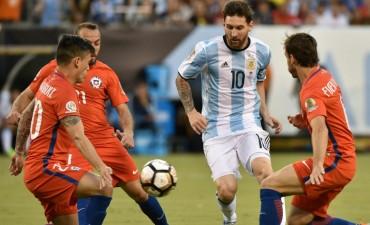 Argentina recibe a Chile en un duelo crucial