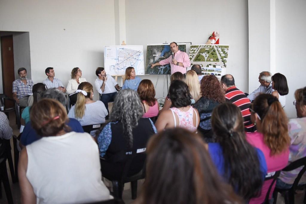 Corral se reunió con vecinos del distrito La Costa por obras