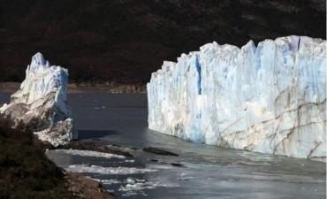 Fin de la espera: cayó el puente del glaciar Perito Moreno
