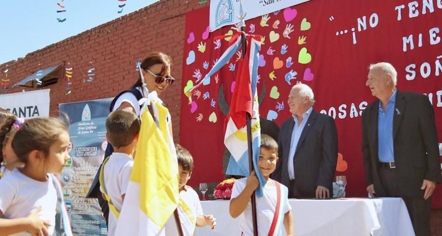 Lifschitz entregó un aporte a la escuela San Martín de Porres de la ciudad de Santa Fe