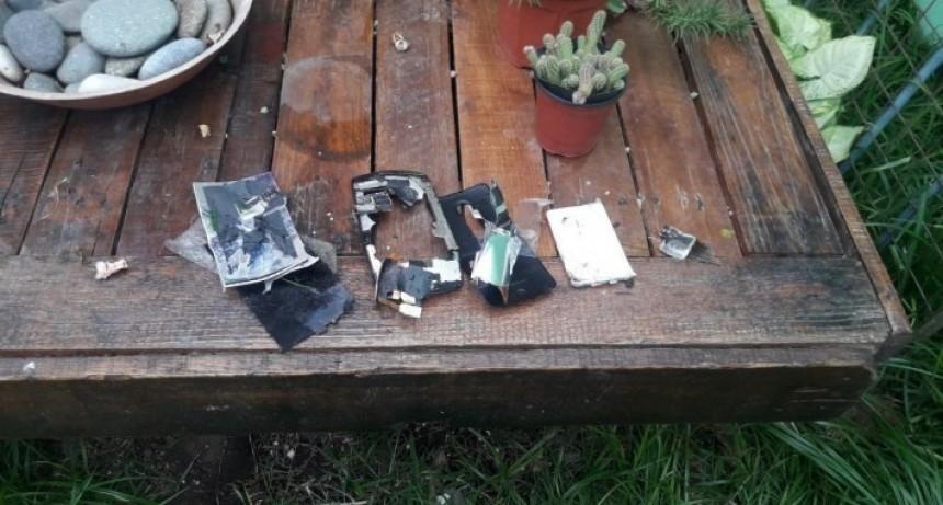 Así quedó el celular de Martín Bustos, destruido por su abogado