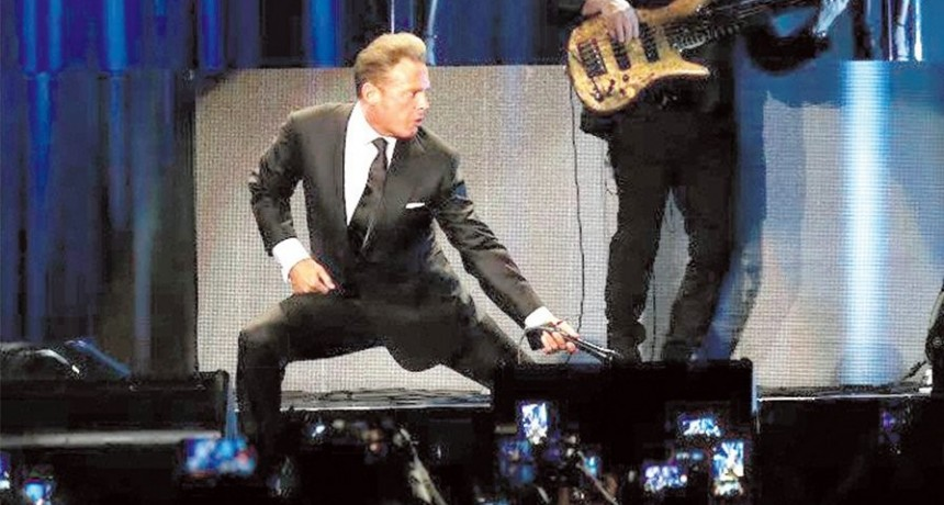 Luis Miguel cantó ante 40 mil almas en el Campo Argentino de Polo