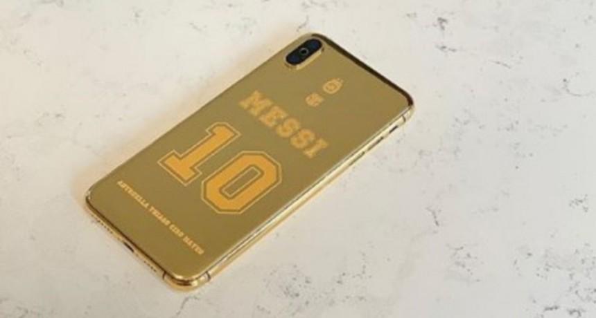 Messi y su celular de oro