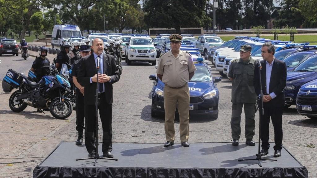 Perotti encabezó la entrega de móviles para fuerzas federales con asiento en la provincia