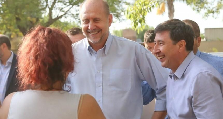 Perotti y Arroyo entregaron en Casilda la Tarjeta Alimentar número un millón