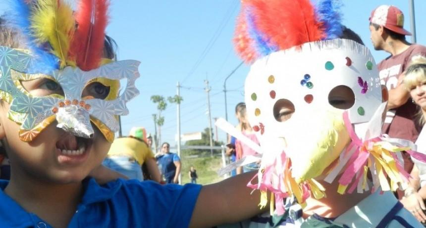El carnaval también se festejó en los jardines municipales