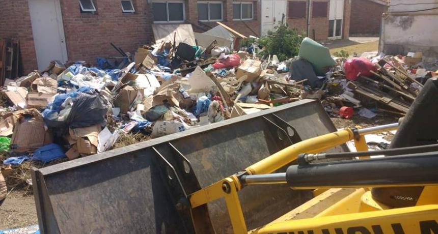 La Municipalidad colabora en la limpieza del viejo Hospital Iturraspe