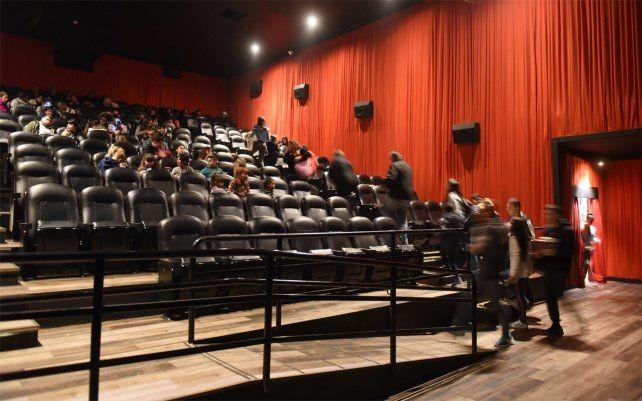 Santa Fe pidió autorización para que reabran los cines con una ocupación del 30 por ciento