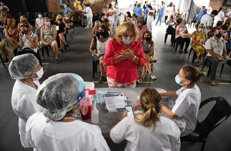 Vacunaron a 800 docentes de Rosario y Santa Fe en el primer día de la campaña