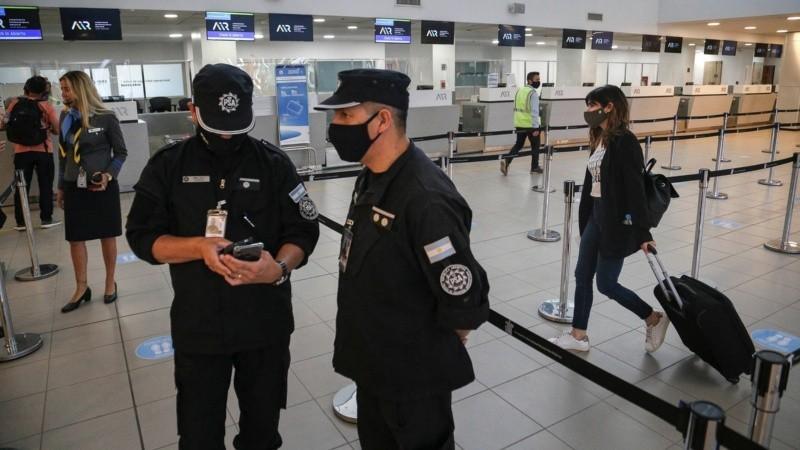 Nuevas restricciones por el coronavirus: suspenden todos los vuelos de Brasil, Chile y México