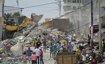 A contrarreloj: Ecuador busca sobrevivientes entre los escombros