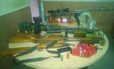Secuestraron un arsenal de armas y proyectiles de guerra