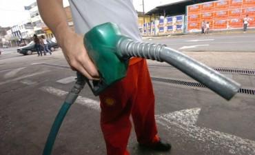 El Gobierno anunció una suba en el precio de la nafta