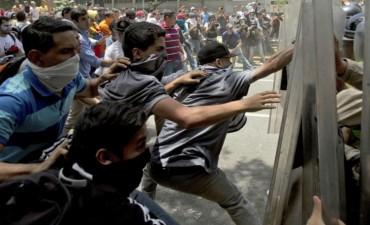 Enfrentamientos suben la tensión en Venezuela