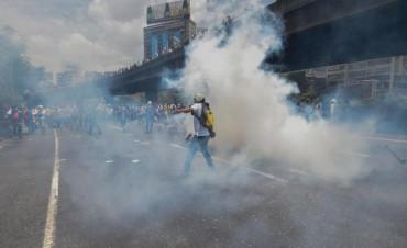 Tres muertos y más 1000 detenidos en manifestaciones en Venezuela