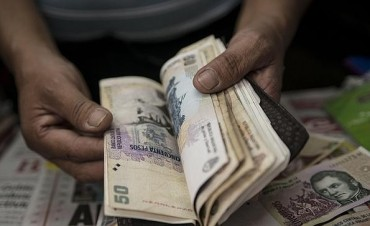 Una familia tipo necesita $472 por día para no caer en la pobreza