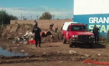 Encontraron a una mujer sin vida en un descampado en el norte de la ciudad