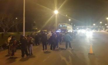 Autopista a Santa Fe: encontraron armas en un colectivo con hinchas de Boca