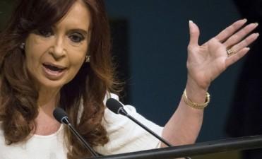 El juez Bonadio autorizó a Cristina Kirchner a viajar a Europa con su hija