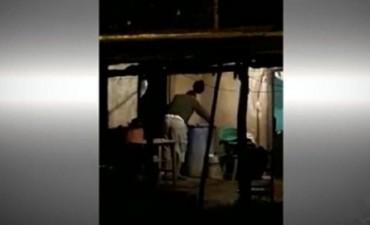 En Corrientes, detuvieron a un hombre que castigaba a su hijo sumergiéndolo en un tacho lleno de agua